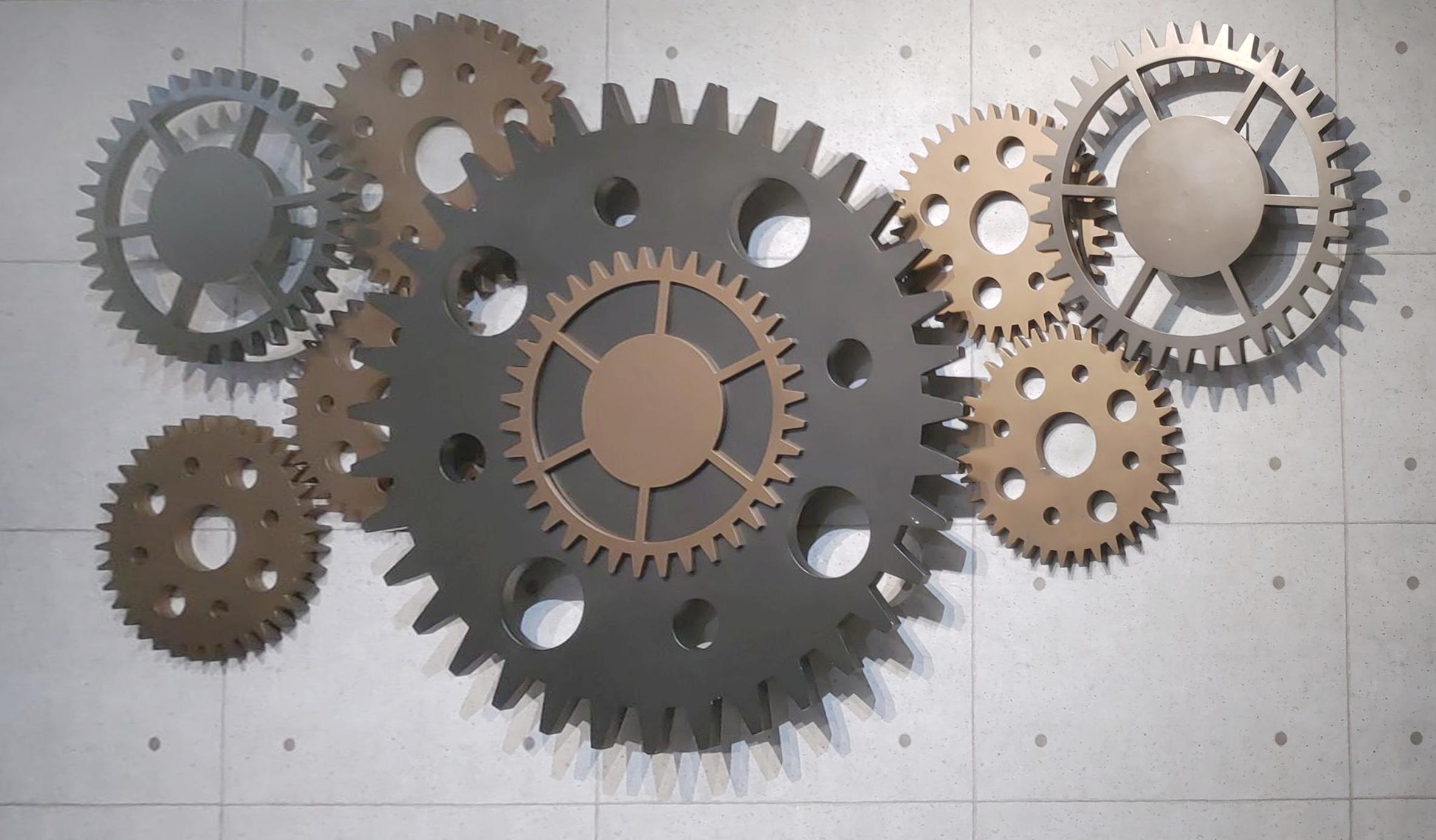 祥儀企業以齒輪起家,此圖為祥儀「機器人夢工廠」入口齒輪牆